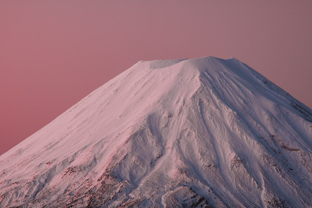 Javi Lorbada Showcases the Stunning Colors of Mt. Ruapehu