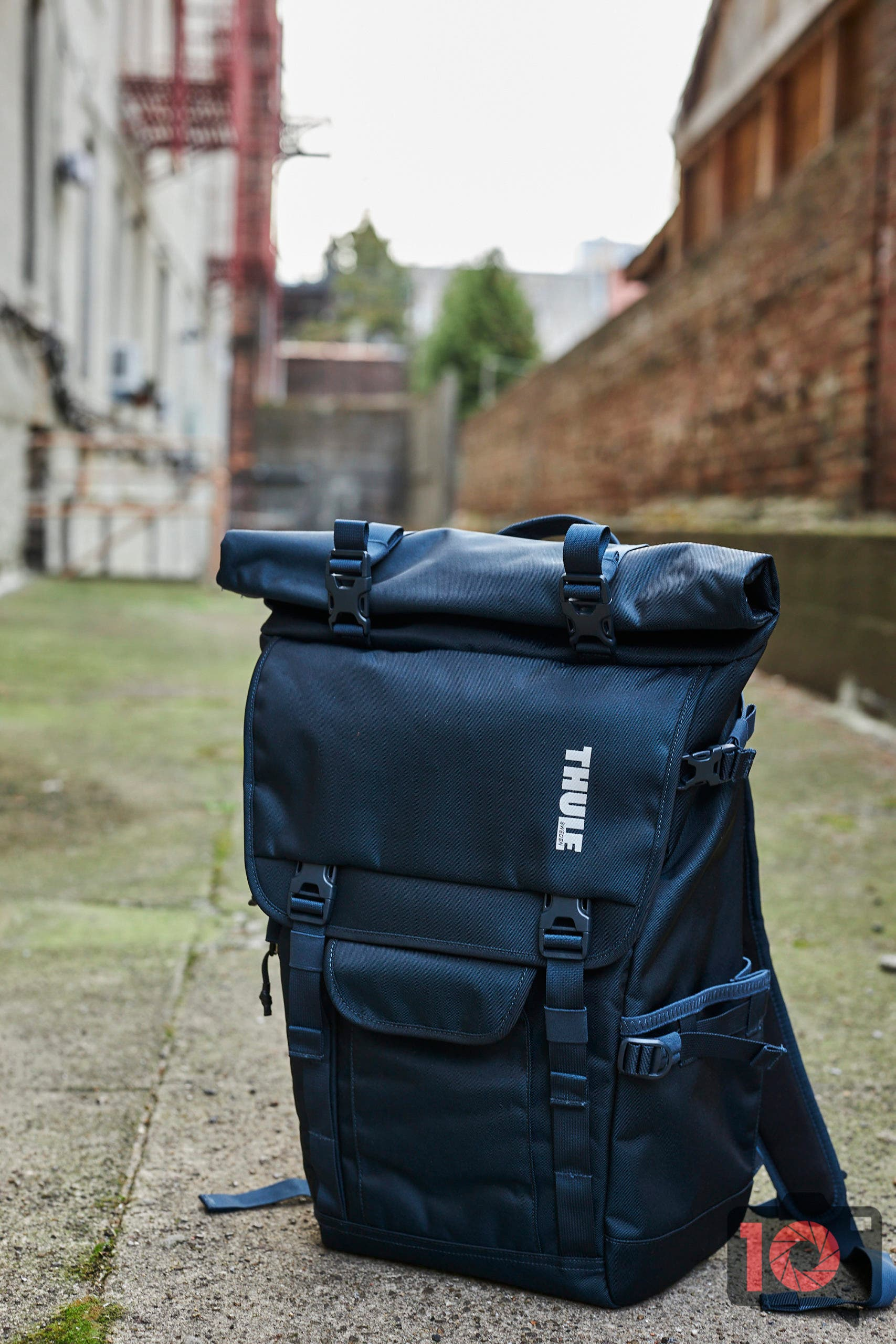 A Confusing Backpack: Thule Covert DSLR Rolltop Daypack Review