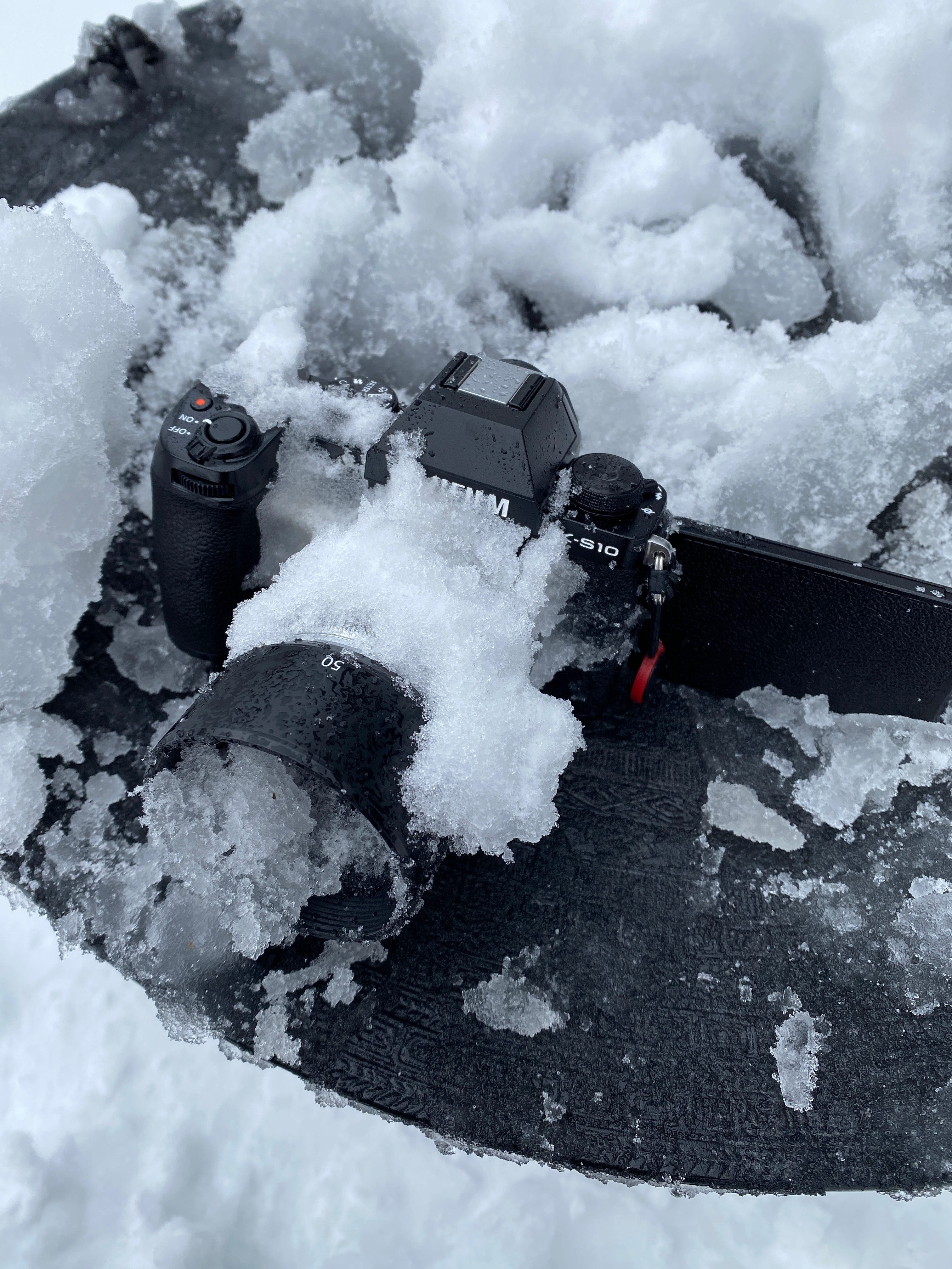 Watch the Not Weather-Sealed Fujifilm XS10 Survive Being Frozen