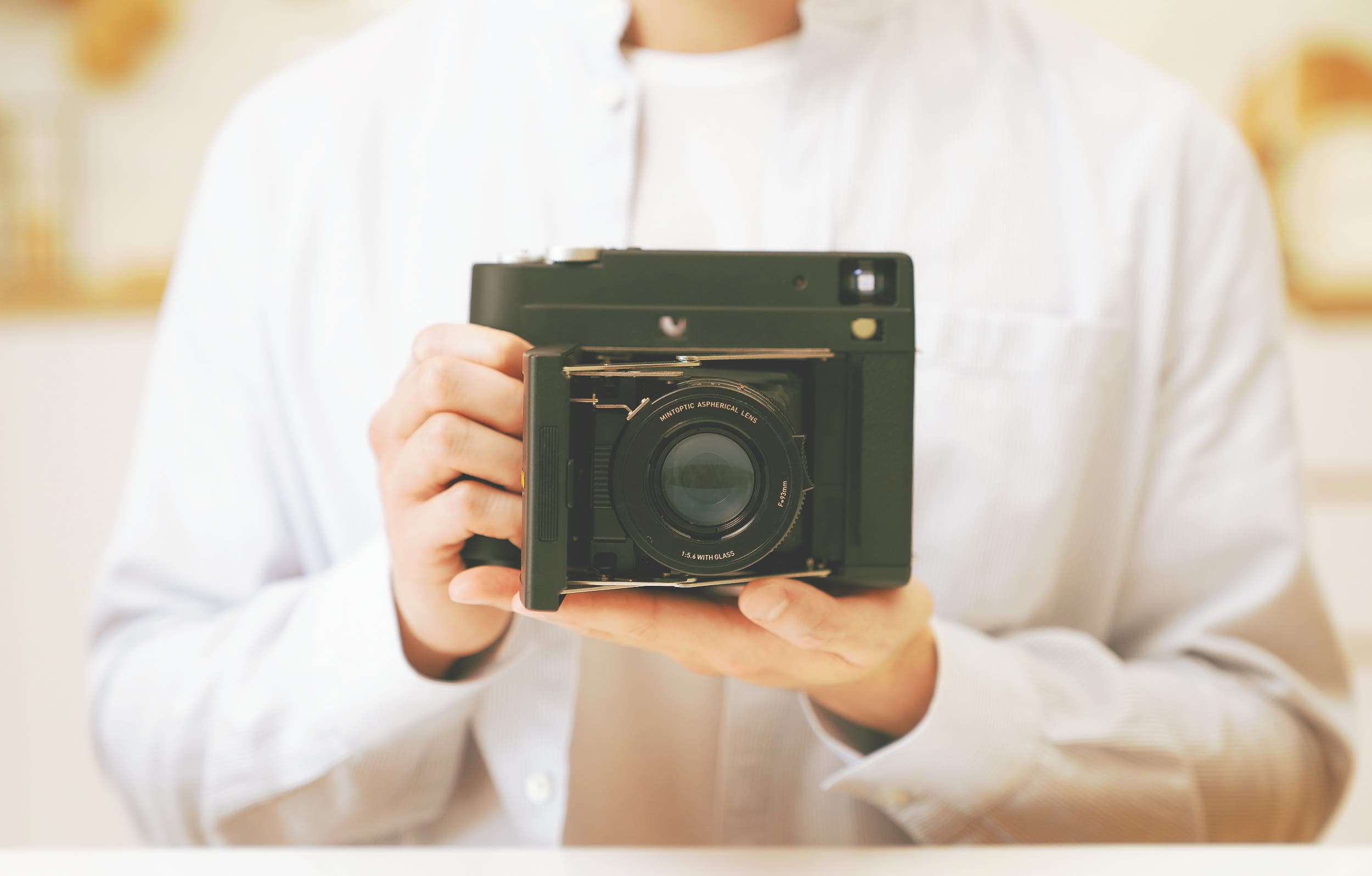 MiNT's InstantKon SF70 Is the Manual Instant Camera We Need