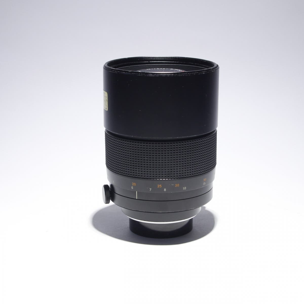 This Carl Zeiss 500mm F8 T* Has Really Cool Bokeh for Good Reason